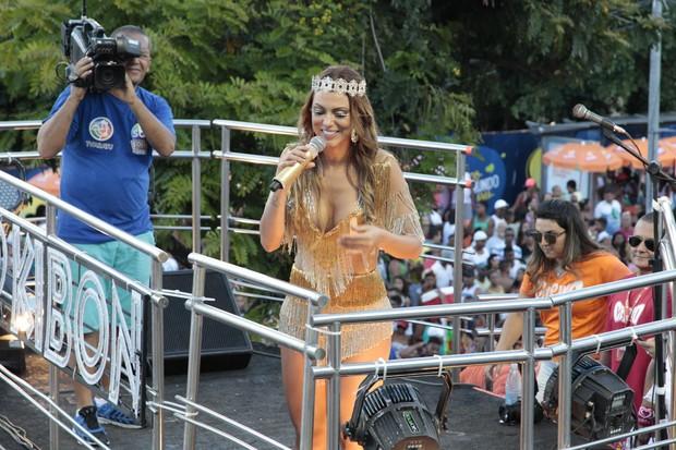 Vina Calmon, vocalista do Cheiro de Amor (Foto: Wallace Barbosa e JC Pereira/AgNews)