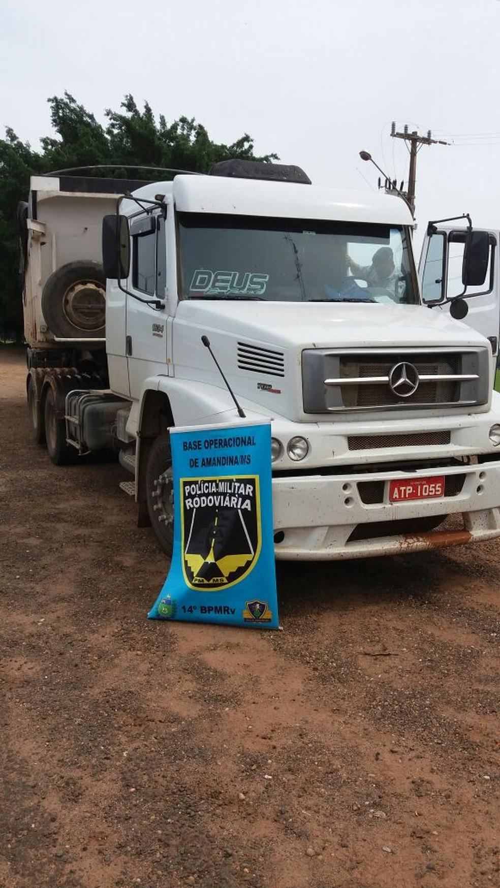A droga estava em um caminhão, com placas de Imbituba (SC).  (Foto: PRE/Divulgação)