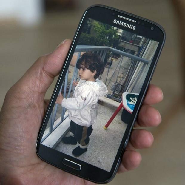 Zizit deixou Síria após ser ameaçada por grupo militante islâmico e temer pela segurança da filha de 1 ano (Foto: BBC)