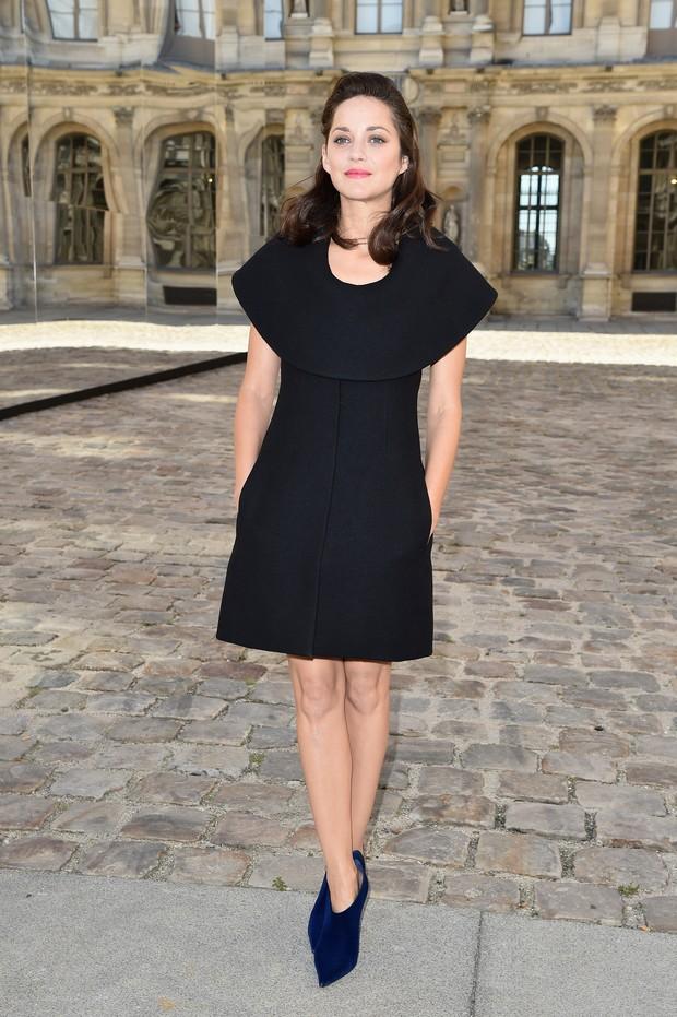 Marion Cotillard chega para o desfile da Dior, em Paris (Foto: Getty Images)