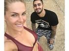 Ana Hickmann exibe barriga chapada em selfie com personal trainer