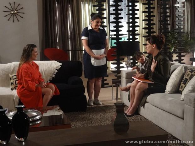 OMG!!! A condessa assina o livro da Bernardete!!!!! (Foto: Malhação/TV Globo)