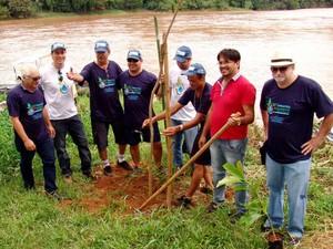 Foram plantadas 21 árvores ao longo do percurso do Arrastão Ecológico de Piracicaba (Foto: Vera Graça/Roncon&Graça)