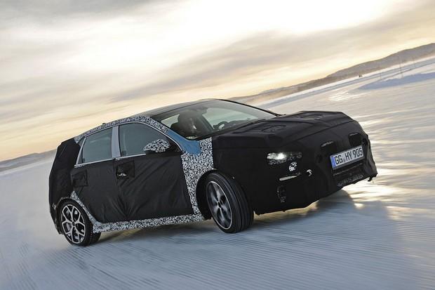 """Hyundai i30 anabolizado pela divisão esportiva """"N"""" é testado na neve (Foto: Divulgação)"""