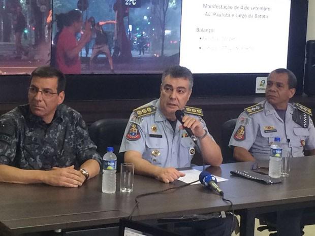 Comandante do policiamento da capital, coronel Dimitrios Fyskatoris (no centro) (Foto: Roney Domingos/G1)