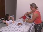 Mãe de menina celíaca faz receitas  (Reprodução/Rede Amazônica)