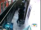 Adolescente é agredido por policiais em São José; assista vídeo
