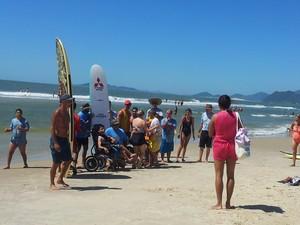 Participantes superam as limitações físicas com os esportes náuticos (Foto: Janara Nicoletti/G1)