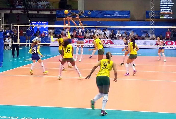 Brasil x Sérvia vôlei feminino (Foto: Lydia Gismondi)