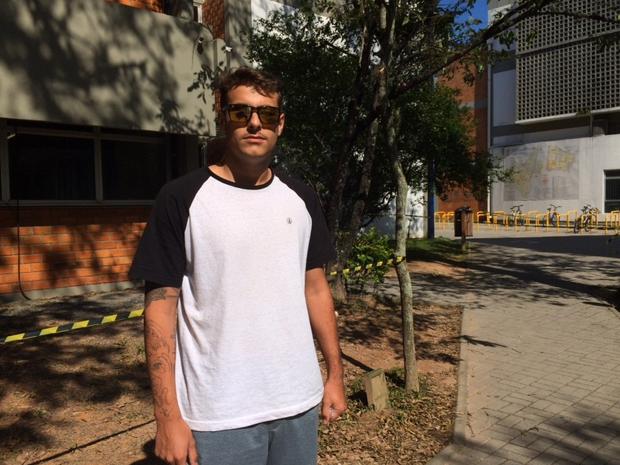 André já cursa educação física em uma universidade privada, mas está tentando a pública (Foto: Larissa Vier/RBS TV)