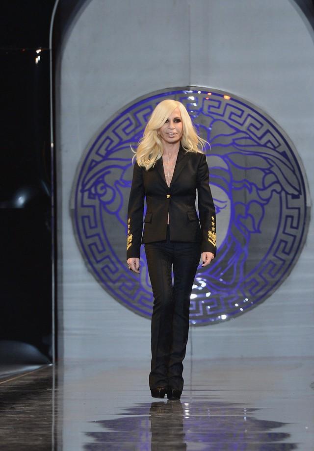 Donatella Versace: couro, preto e dourado são suas marcas registradas (Foto: Getty Images)