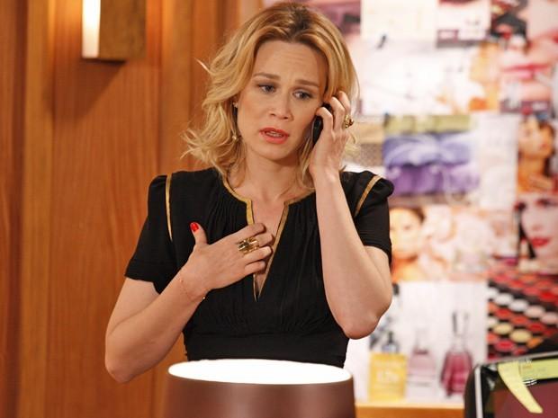 Mesmo apaixonada, Juliana 'pede tempo' ao amante e sofre com romance secreto (Foto: Divulgação/TV Globo)