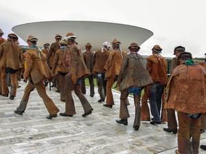 Vaqueiros de diversas regiões do Brasil chegam ao Congresso Nacional, em Brasília, para acompanhar sessão do Senado em que será votado o projeto de lei que cria a profissão (Foto: Ed Ferreira/Estadão Conteúdo)