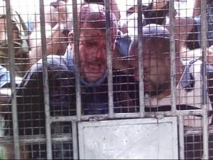 Presos são espancados dentro de cela (Foto: Reprodução/TV Sergipe)