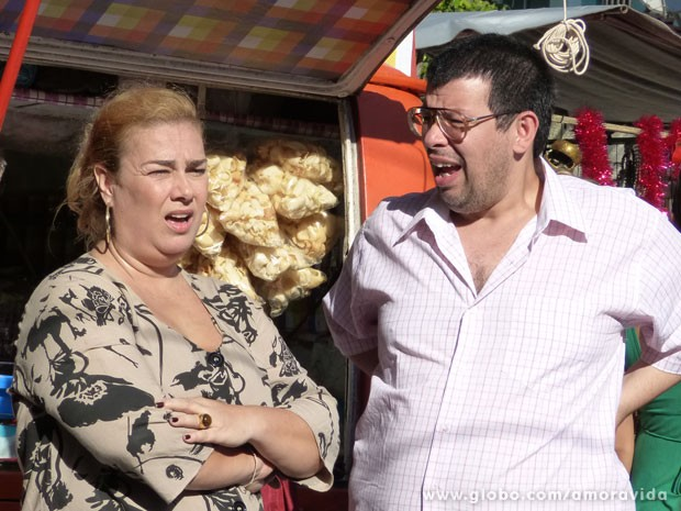 Concorrentes jogam na cara que Márcia largou o ponto há tempos (Foto: Amor à Vida/TV Globo)