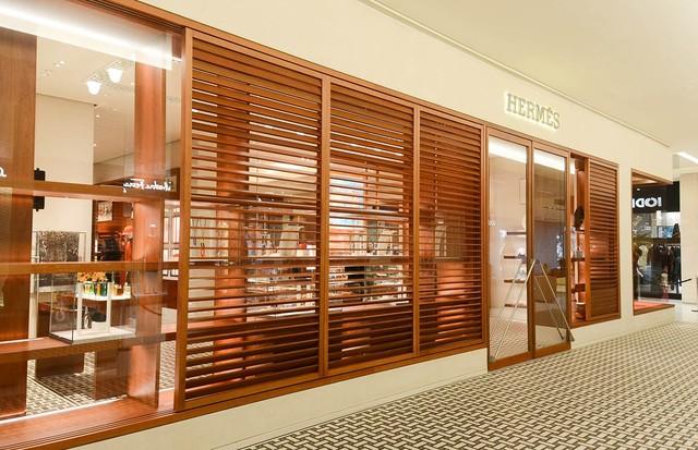 ae3a3a06d65 Hermès inaugura nova loja em São Paulo com vitrine de Zaven Paré ...
