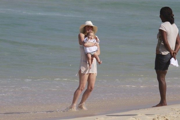 Susana Werner na praia da Barra da Tijuca no RJ (Foto: Dilson Silva/ Ag.News)