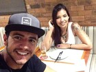 Ex-BBB Matheus tem jantar a dois com DJ no Rio