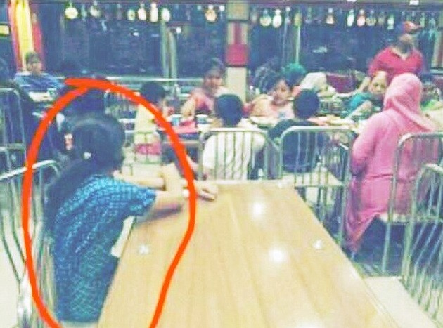 A empregada isolada em restaurante Jacarta