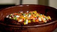 Aprenda a fazer uma deliciosa receita de galeto recheado com vinagrete especial (Reprodução/ TV TEM)