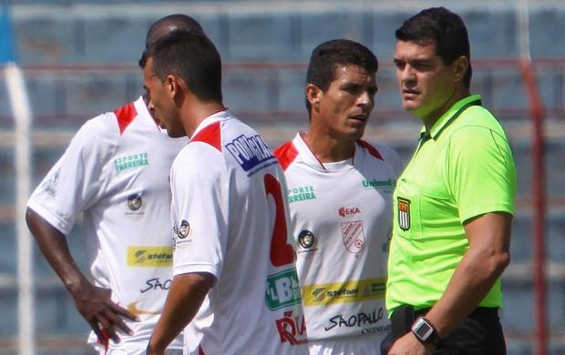 Árbitro José Roberto Marques apitou Batatais x Inter de Bebedouro no dia 11 de março (Foto: Rogério Moroti/Divulgação)