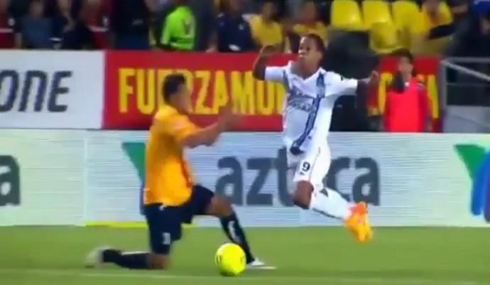 Ronaldinho Gaúcho se joga Querétaro x Monarcas Morelia