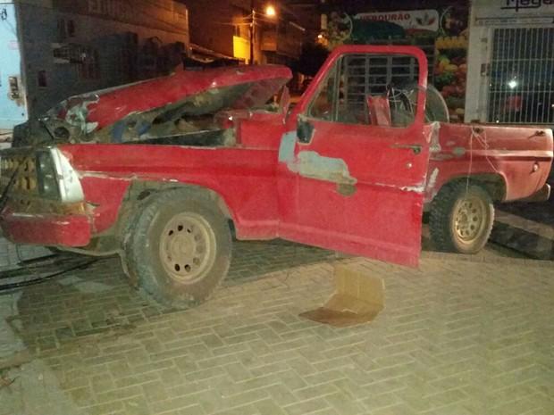 Carga de 780 kg estava na caminhonete, segundo polícia. (Foto: Jadiel Luiz/Blog Vilares)
