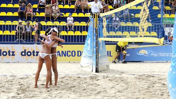 Maria Clara e Carol Solberg vôlei de praia Rio de Janeiro (Foto: Helena Rebello / Globoesporte.com)