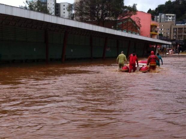 Ruas de Concórdia ficaram alagadas nesta terça-feira (14) (Foto: Daisy Trombetta/Divulgação)