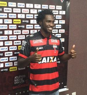 Negueba - atacante do Atlético-GO (Foto: Fernando Vasconcelos / GloboEsporte.com)