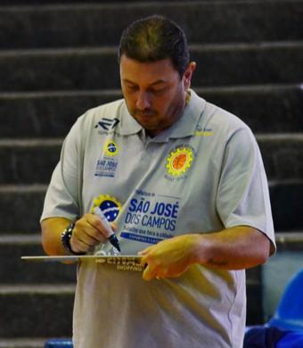 Carlos Lima técnico São José Basquete Feminino (Foto: Danilo Sardinha/GloboEsporte.com)
