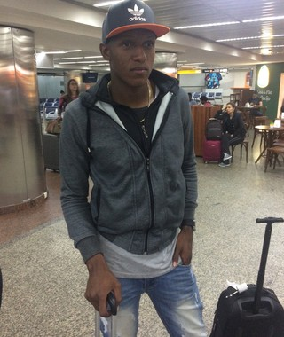 Yerry Mina, reforço do Palmeiras, chega a São Paulo (Foto: Felipe Zito)
