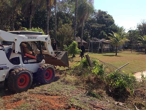 Governo do DF começa a desobstruir orla do Lago Paranoá