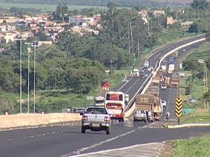 rodovias br-050 br-262 Uberaba operação fim de ano 2014 (Foto: Reprodução/ TV Integração)