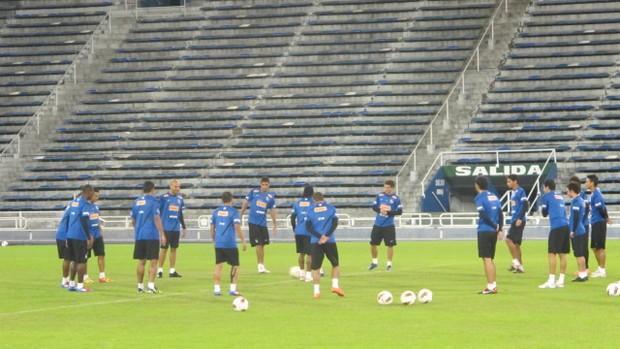 Santos treina no estádio do Vélez Sarsfield (Foto: Marcelo Hazan / globoesporte.com)