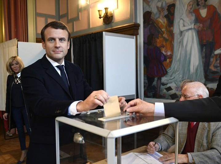 O candidato Emmanuel Macron votou em Le Touquet, no norte da França