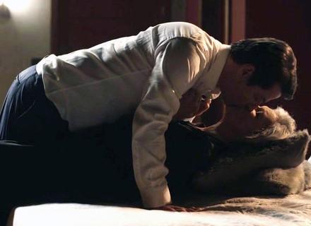 Malagueta e Sabine têm primeira noite de amor