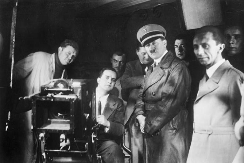 Hitler e Joseph Goebbels (à direita) utilizaram a indústria cinematográfica para transmitir sua propaganda (Foto: Wikimedia Commons)