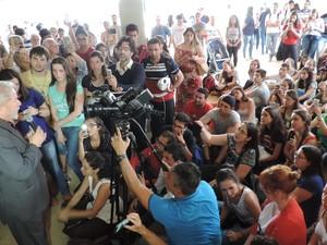 Lula discursou para estudantes; entre os temas estava a educação (Foto: Caio Gomes Silveira/ G1)