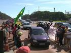 Integrantes do MST liberam cancelas de praça de pedágio na BR-277, no PR