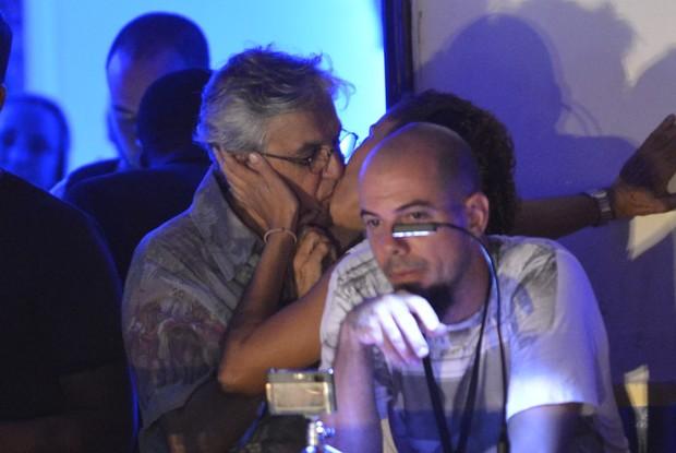 Caetano Veloso beija muito (Foto: Fábio Martins e Andre Muzzel/Ag News)