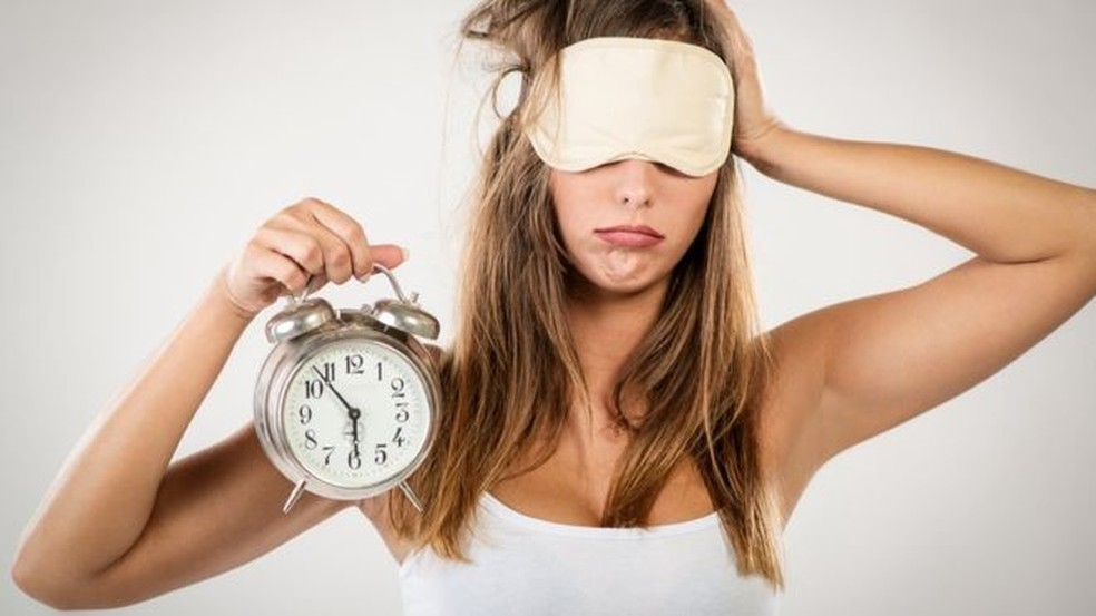 Perder horas de sono leva indivíduos a terem aparência menos saudável (Foto: Milanmarkovic/Getty Images)
