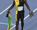 Réplica das sapatilhas autografadas de Bolt ficarão expostas no Nilton Santos
