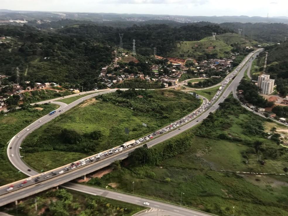 Trecho da BR-232 entre Jaboatão dos Guararapes e Recife teve tráfego intenso na tarde deste domingo (25)  (Foto: Polícia Rodoviária Federal/Divulgação)