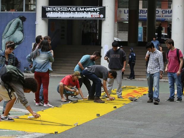 Estudantes ocuparam a reitoria da UFPR, em Curitiba (Foto: Giuliano Gomes/PR PRESS)
