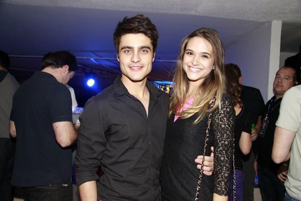 Juliana Paiva e Guilherme Leicam curte festa no Rio (Foto: Philippe Lima/Divulgação)
