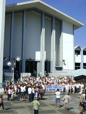 Concentração de fiéis foi na Catedral, na Praça Rui Barbosa (Foto: Alan Schneider / G1)