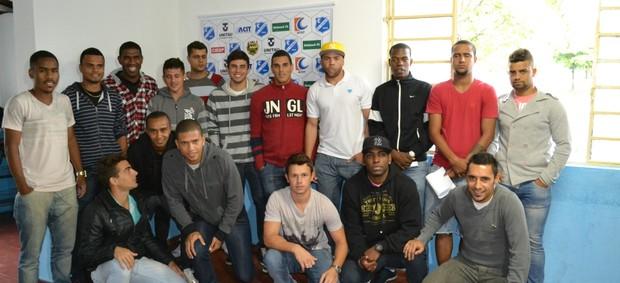 Elenco Taubaté apresentação (Foto: Filipe Rodrigues)