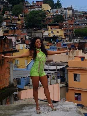 A rainha da Mangueira Evelyn Bastos, nascida e criada no morro, representa uma volta às tradições (Foto: Jean Cláudio/ Divulgação)