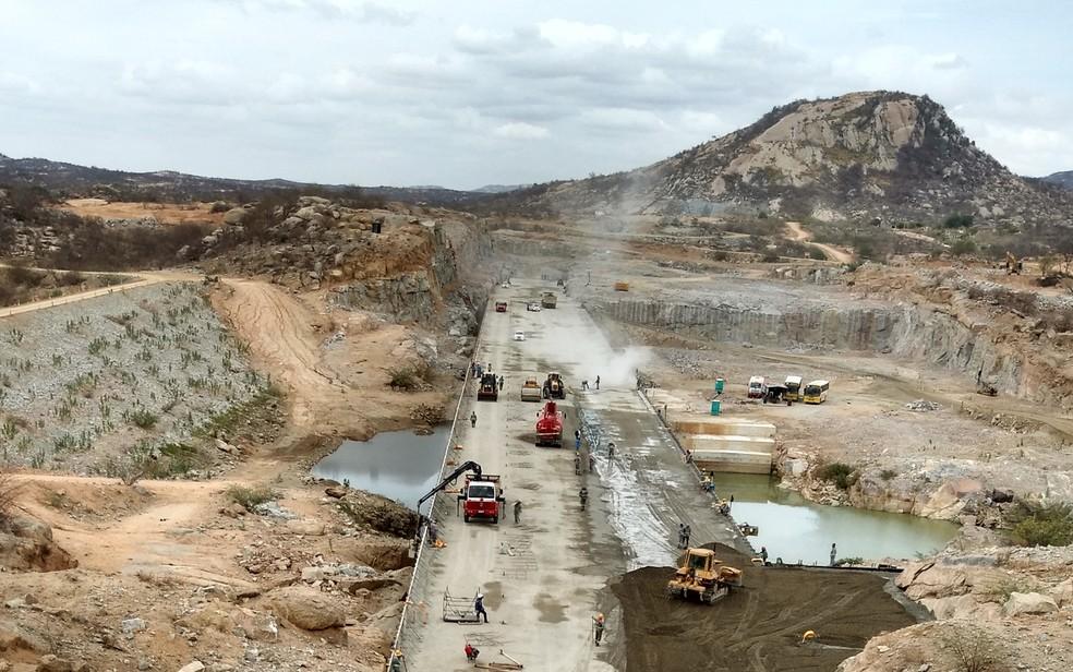 Barragem de Oiticica tem aproximadamente 60% das obras concluídas, segundo a Semarh (Foto: Anderson Barbosa/G1)